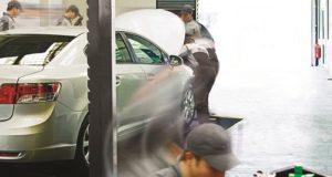 Polscy kierowcy wybierają warsztat z polecenia.
